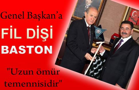 BASTON HEDİYE ETTİ