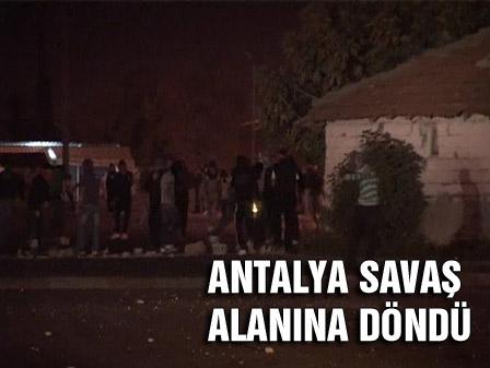 PKK sempatizanları Antalyada polisle çatıştı