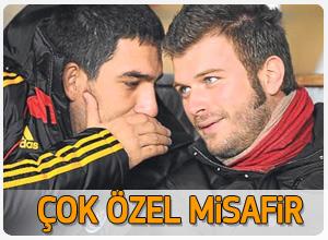 Kıvanç Tatlıtuğ Galatasaray maçına gitti