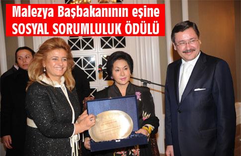 """MALEZYA BAŞBAKANI'NIN EŞİNE, """" SOSYAL SORUMLULUK ÖDÜLÜ"""