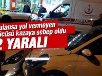 Ambulans kazaya karıştı: 2 yaralı